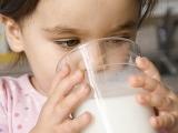 childdrinkingmilk